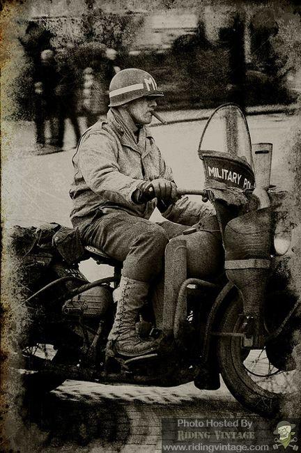 Vieilles photos (pour ceux qui aiment les anciennes photos de bikers ou autre......) - Page 9 Mp10