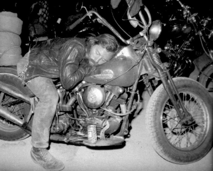 Vieilles photos (pour ceux qui aiment les anciennes photos de bikers ou autre......) - Page 2 No-sle10