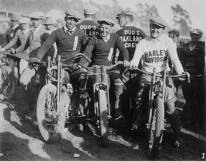 Biker et fier de l'être - Page 2 Oaklan10