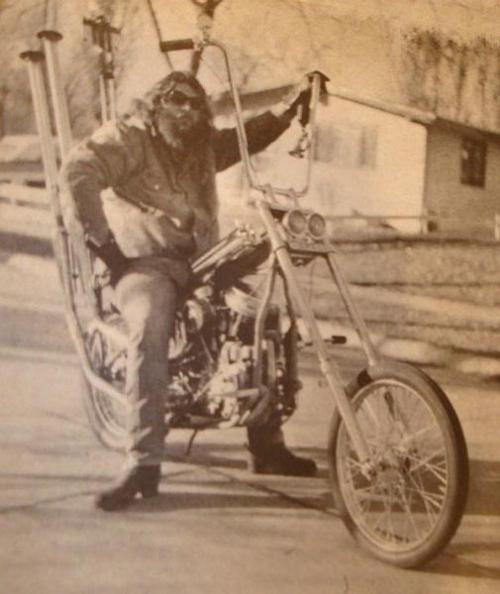 Vieilles photos (pour ceux qui aiment les anciennes photos de bikers ou autre......) - Page 8 Olbb310