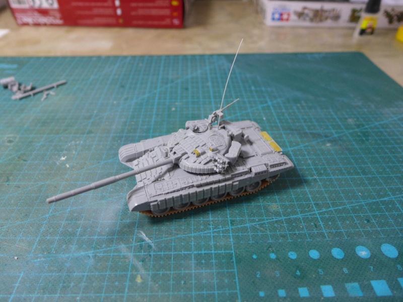 T-72B1 mit ERA Panzerung von Modelcollect P1040910