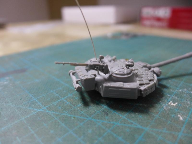 T-72B1 mit ERA Panzerung von Modelcollect P1040915