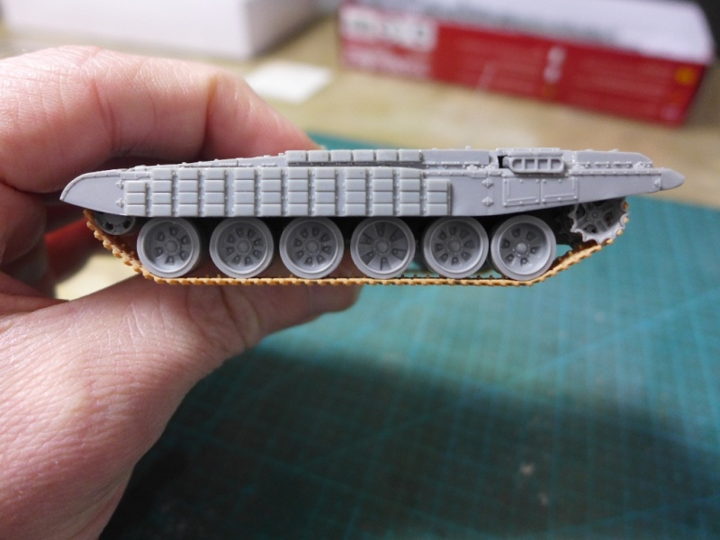 T-72B1 mit ERA Panzerung von Modelcollect P1040922