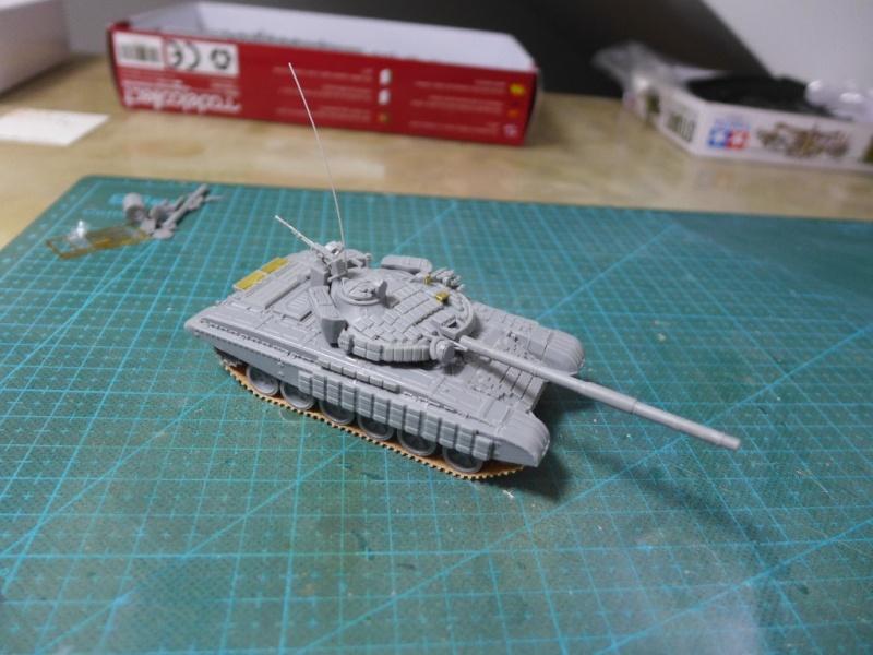 T-72B1 mit ERA Panzerung von Modelcollect P1040924