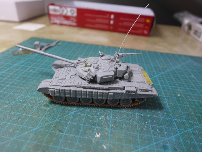 T-72B1 mit ERA Panzerung von Modelcollect P1040925