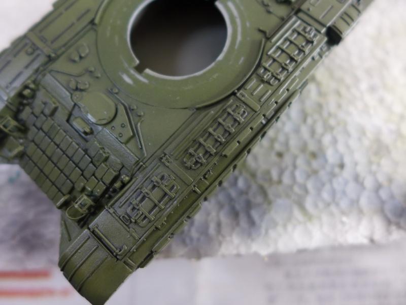 T-72B1 mit ERA Panzerung von Modelcollect P1040946