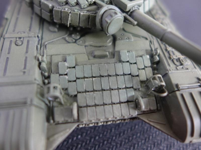 T-72B1 mit ERA Panzerung von Modelcollect P1040960