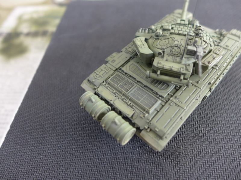 T-72B1 mit ERA Panzerung von Modelcollect P1040964