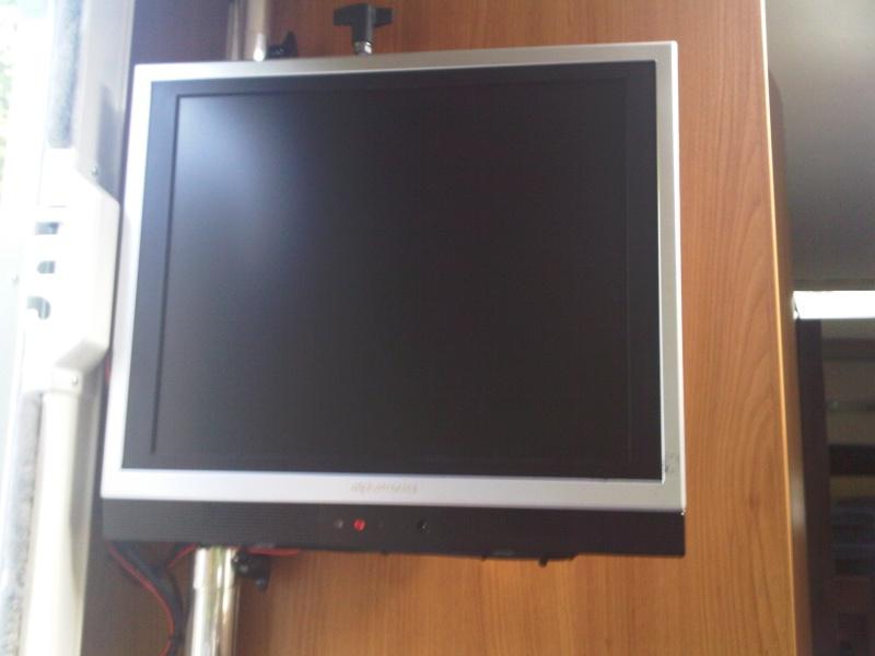 TV sur potence Img00010