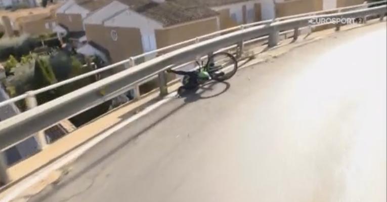 Caduta di Izaguirre nella cronometro della Volta Valenciana
