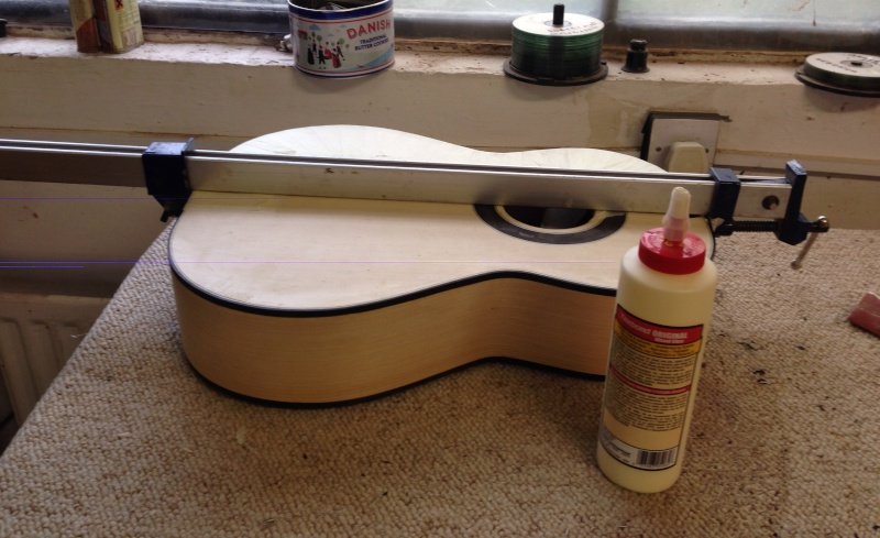 construction d une guitare blanca - Page 7 Img_2721