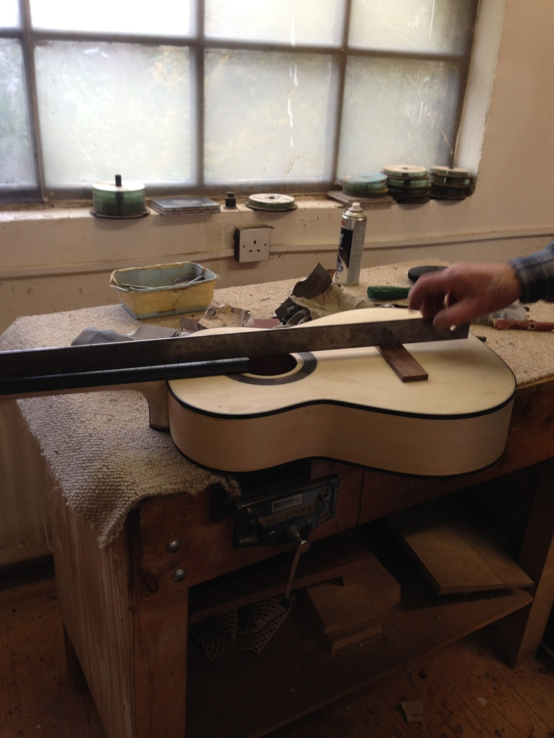 construction d une guitare blanca - Page 9 Img_3017