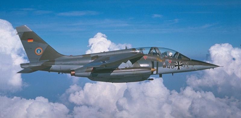 AMD-BA DORNIER Alpha jet A du waffenschule 50 ( kit heller 1/72 ) Alpha210