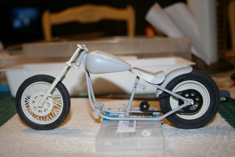 "Harley Davidson Hardtail Custom ""Cool Bob"" (Revell) [WIP] - Page 4 Img_3723"