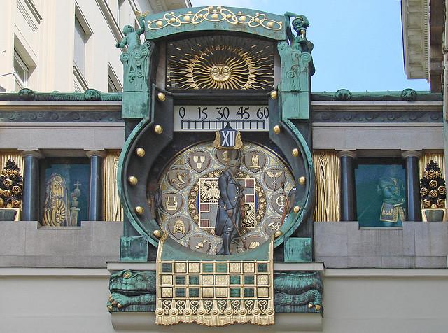 Reçu un beau diapo....Les horloges et pendules des rues..... - Page 5 12796010