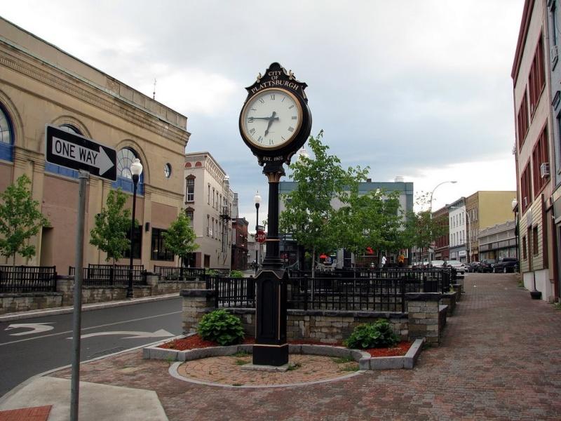 Reçu un beau diapo....Les horloges et pendules des rues..... - Page 5 13921410