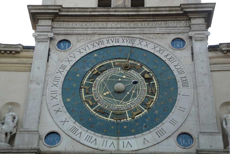 Reçu un beau diapo....Les horloges et pendules des rues..... - Page 4 Horlog10