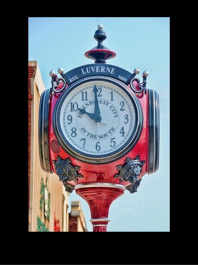 Reçu un beau diapo....Les horloges et pendules des rues..... - Page 7 New_yo10