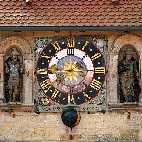Reçu un beau diapo....Les horloges et pendules des rues..... - Page 6 Number10