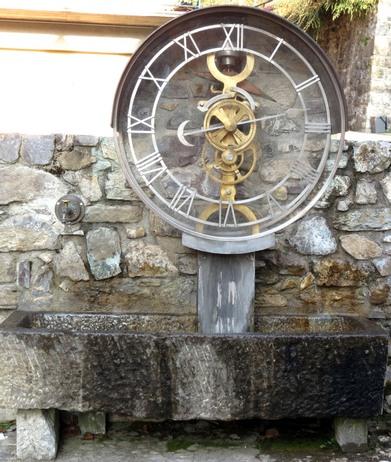 Reçu un beau diapo....Les horloges et pendules des rues..... - Page 6 Pesari10