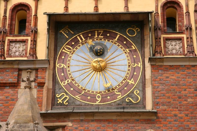 Reçu un beau diapo....Les horloges et pendules des rues..... - Page 6 Wrocai10