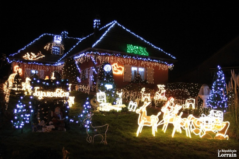 Les illuminations de Noël pour les fêtes 2.015   2.016 ! - Page 3 Z_e10