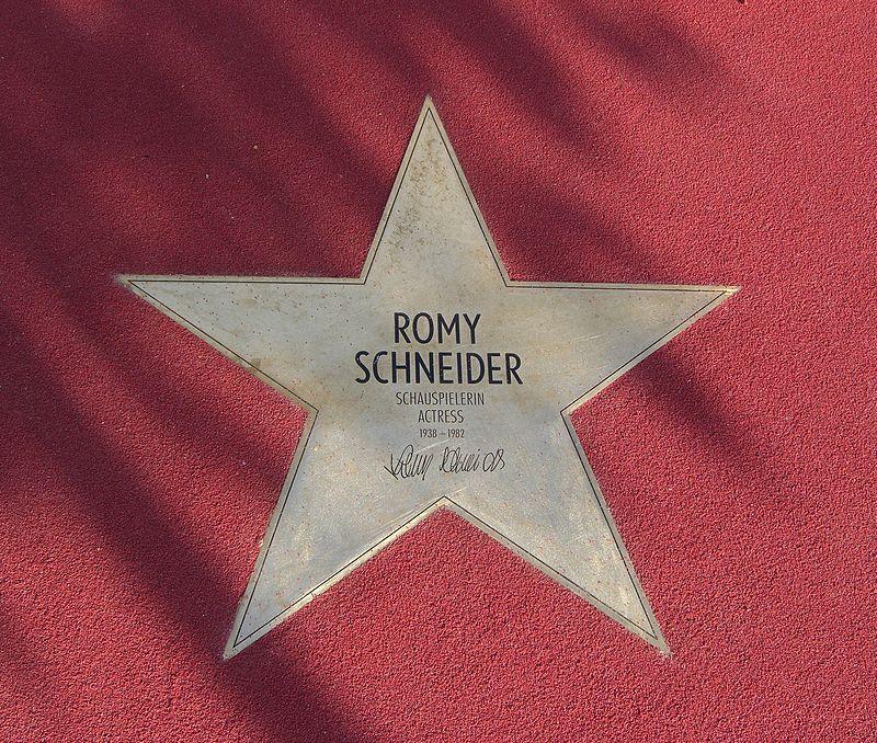 La biographie de Romy Schneider 800px-12
