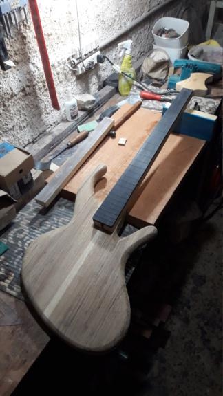 Projeto de baixo na Guidini Guitars (cancelado pela luthieria) 20201110