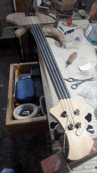 Projeto de baixo na Guidini Guitars (cancelado pela luthieria) 20201113