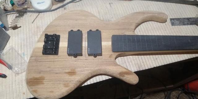 Projeto de baixo na Guidini Guitars (cancelado pela luthieria) Whatsa14