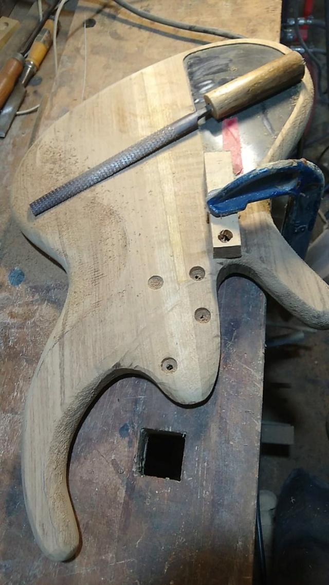 Projeto de baixo na Guidini Guitars (cancelado pela luthieria) Whatsa15