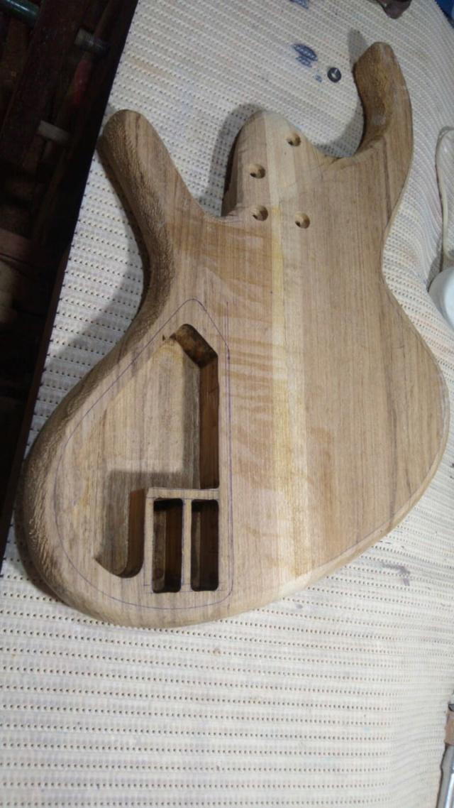 Projeto de baixo na Guidini Guitars (cancelado pela luthieria) Whatsa18