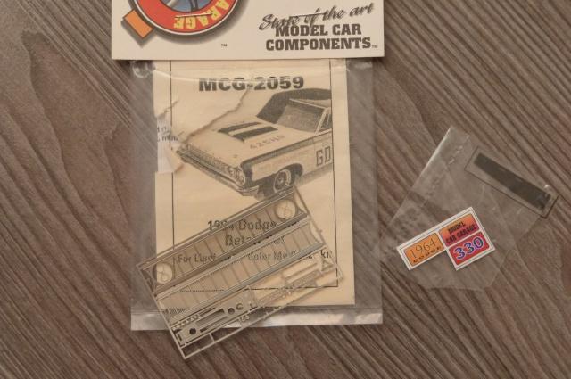 recherche pieces pour la dodge 330 de 1964  P1210729