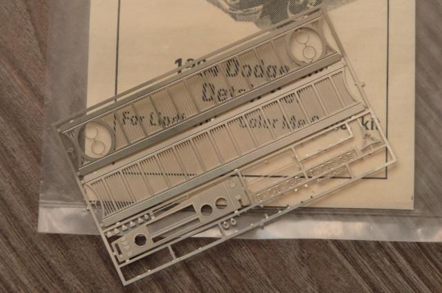 recherche pieces pour la dodge 330 de 1964  P1210730