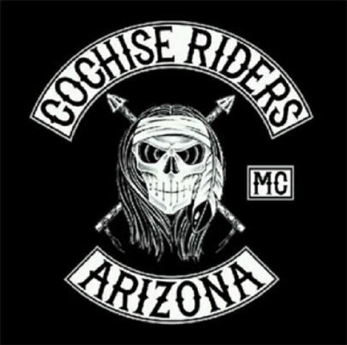 Couleurs des differents clubs de bikers - Page 2 3paz0110