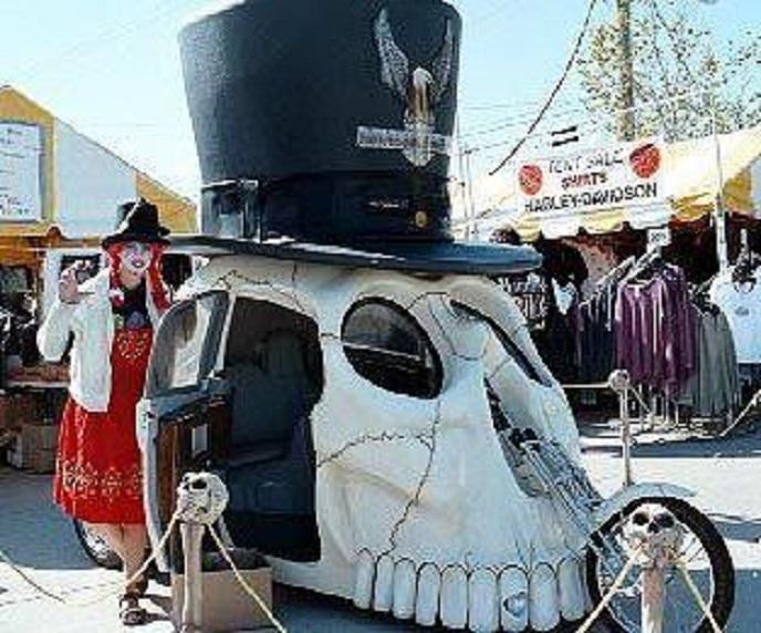 les Bécanes délirantes, bizarres ou situations insolites Skull_11