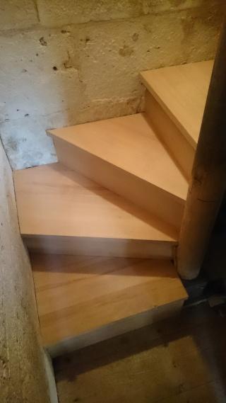 Réparation d'un escalier - Page 2 Dsc_0024