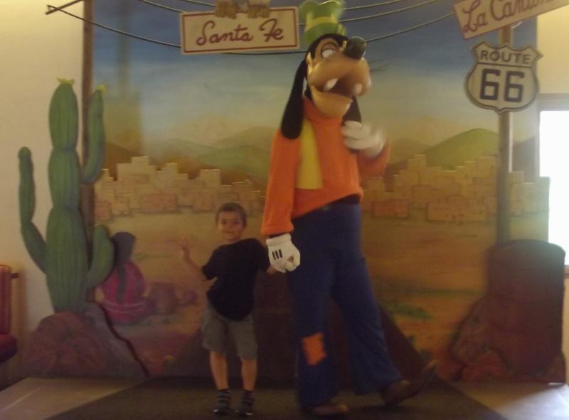 Les personnages dans les hôtels Disney (de nouveau en avril 2017) - Page 38 710