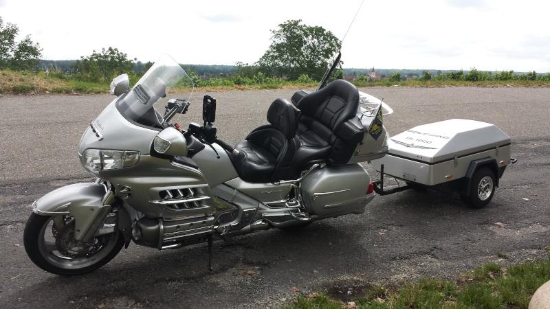 Honda 1800 Goldwing avec sa suiveuse ....... et ceux d avant 20140710