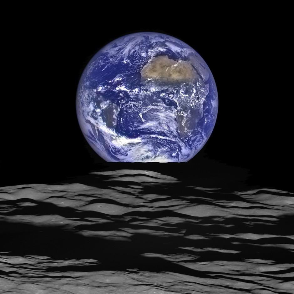 La Terre magnifiée par une photo, vue de la Lune. Lro_im10