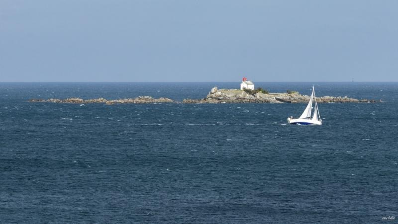 Phare de l' ile Harbour  à Saint Quay Portrieux _dsc0844