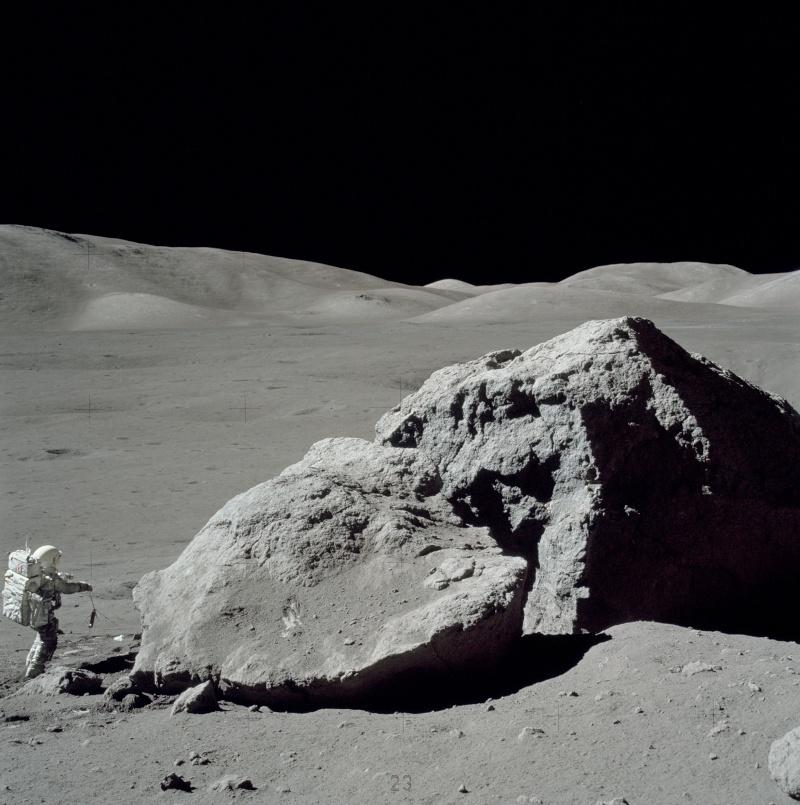 """""""Les aliens sur la Lune"""" sur Syfy As17-110"""