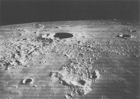 """""""Les aliens sur la Lune"""" sur Syfy P318b10"""