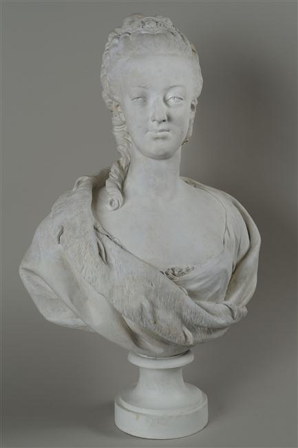 Marie Antoinette, par (et d'après) Louis-Simon Boizot 12-59311