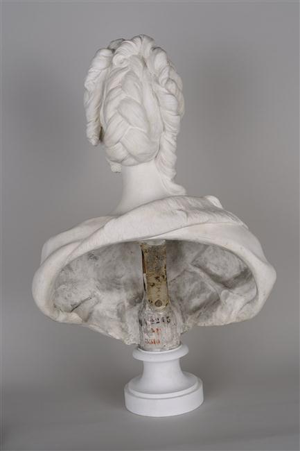 Marie Antoinette, par (et d'après) Louis-Simon Boizot 12-59312