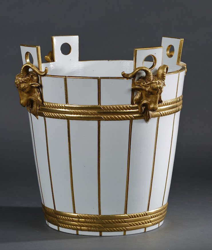 Service de Marie-Antoinette pour Rambouillet en porcelaine de Sèvres 14246811