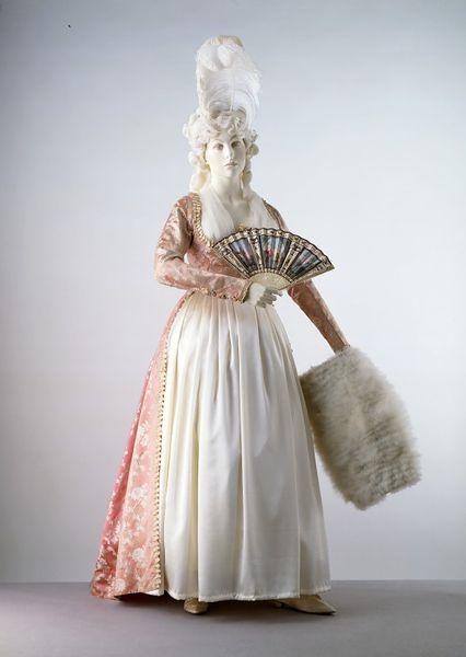 Galerie de portraits : Le manchon au XVIIIe siècle  2006av11