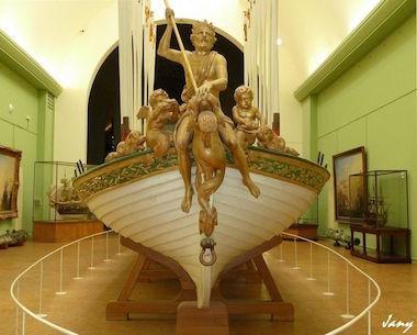 Le canot de promenade de Marie-Antoinette à Versailles 66816710