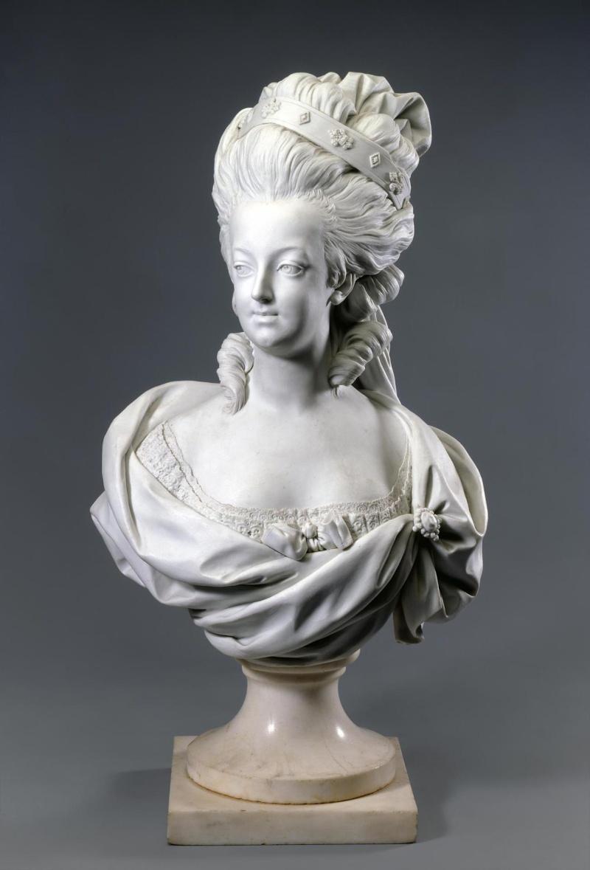Marie Antoinette, par (et d'après) Louis-Simon Boizot Bust_m10