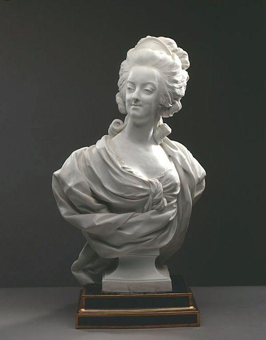 Marie Antoinette, par (et d'après) Louis-Simon Boizot Bust_m11